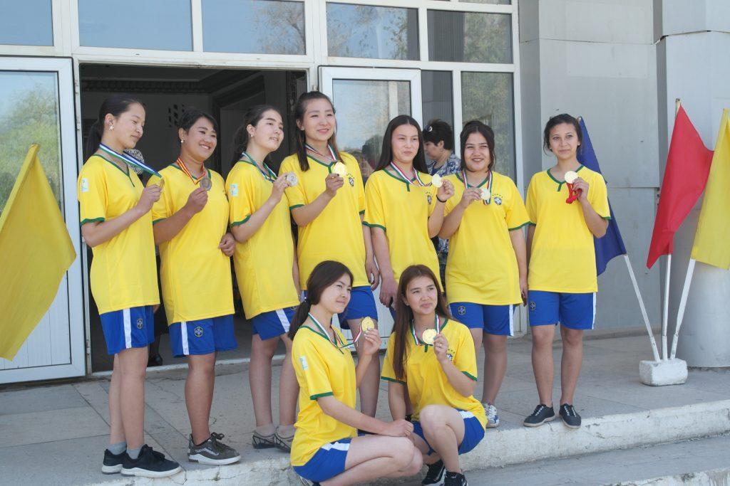 Наши девочки по волейболу заняли первое место!